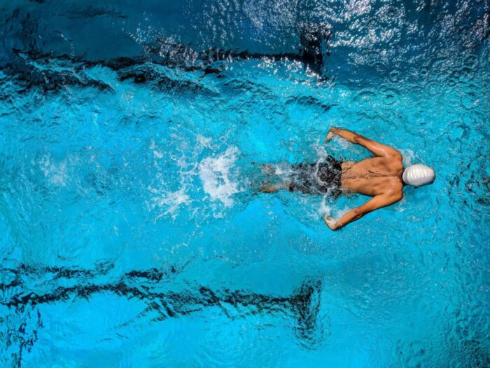 How to lose weight by exercising in the pool